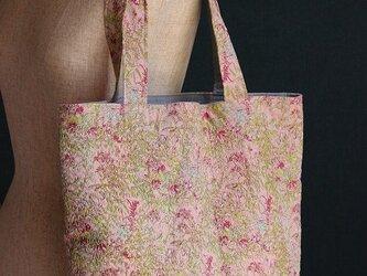 桃色の夢野原でお茶会 ラリーキルトのトートバッグの画像