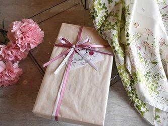 【母の日限定】シルクツイルスカーフ「wild flower」ギフトボックス&送料セットの画像