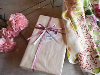【母の日限定】シルクツイルスカーフ「garden」ギフトボックス&送料セットの画像