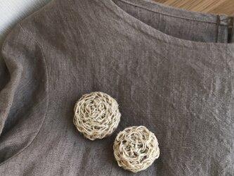 麻紐のブローチの画像