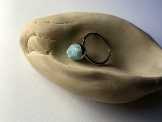 アクアマリン原石のリングの画像