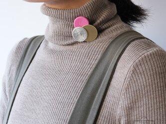 どんなお洋服にも似合う!シンプルフォルム 糸&真鍮&麻のブローチ〈 Dots 〉Yarnの画像
