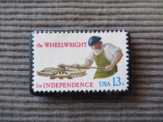 アメリカ ホイール職人切手ブローチ 7355の画像