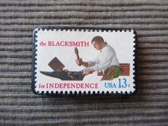 アメリカ 鍛冶屋切手ブローチ 7356の画像