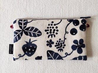 型染め サコッシュポーチS「苺の庭」の画像