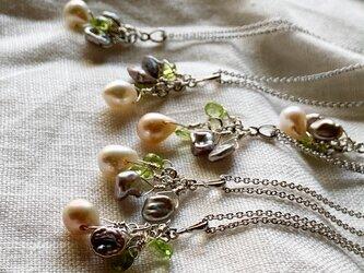 【6月&8月誕生石】ネガティブをはね返すペリドット&淡水パール(真珠)ネックレスの画像