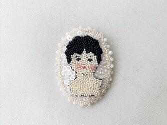 チャイナさんのブローチの画像