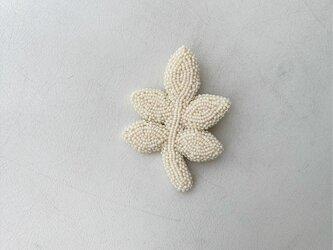 葉っぱのブローチの画像