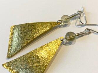 真鍮とレモンクオーツのピアスの画像