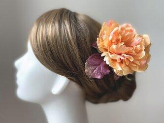 オレンジのピオニーとボルドーのシャイニーリーフのヘッドドレス 芍薬 髪飾り 発表会 浴衣髪飾り フローレス フラメンコ オレンジの画像