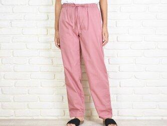 コットン素材のリラックスパンツ 大人可愛いピンク色の画像