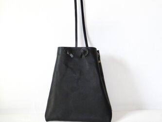 イタリア革の巾着型ショルダー(黒)の画像