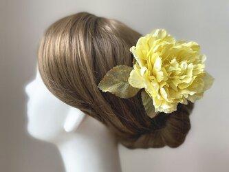 イエローのピオニーとシャイニーリーフのヘッドドレス 芍薬 髪飾り 発表会 浴衣髪飾り フローレス フラメンコ 黄色の画像