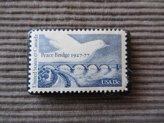 アメリカ  切手ブローチ 7372の画像