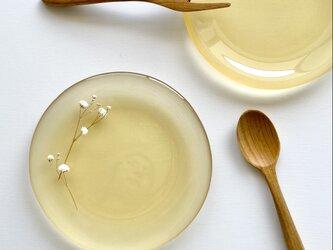 【黄金色の空色を映す水たまり】丸いガラス皿 マット仕上げ  皿 食器 プレート ガラス工芸の画像