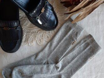 【S-Mサイズ 刺繍ソックス】Grey Bee × Jasmineの画像