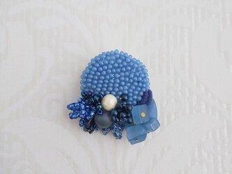 #69  刺繍ブローチ 青いカケラの画像