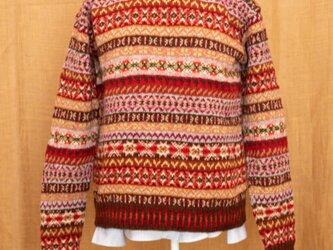 フェアアイルの赤いセーターの画像
