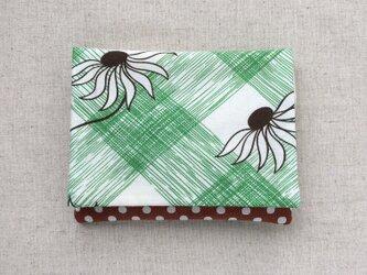 【送料無料】ポケットティッシュケース マスクケース グリーンの格子と揺れる花の画像