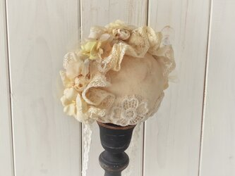 ドール用レースと染め花のヘッドドレス(L・アンティークホワイト)の画像