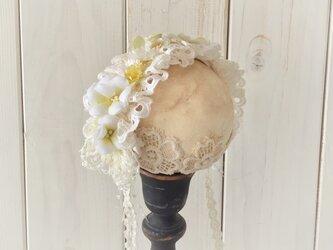 ドール用レースと染め花のヘッドドレス(L・ホワイト×ライトグリーン)の画像
