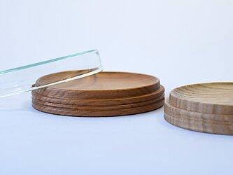 木とガラスのアクセサリー置きの画像