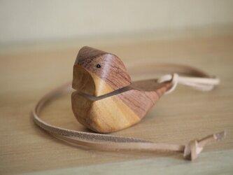 小鳥のバードコール〔茶色〕革紐ストラップ付きの画像