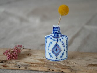 南仏の窓辺が似合う ちいさな染付の花びん 【ブック型ギフトボックス入】の画像