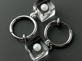 淡水パール 耳元に浮かぶイヤリング シルバーカラー(ギフト,誕生日プレゼント,ラッピング,ステンレス,結婚式,お呼ばれ)の画像