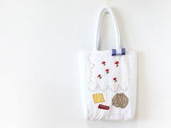 ホワイト刺繍バッグkobanaの画像