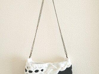 88.夏糸のなわ編みショルダーバッグ〈ホワイト×ブラック〉の画像