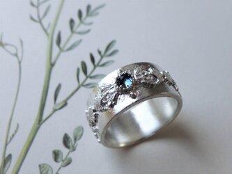 SVレリーフのブルートパーズロンドンのリングの画像