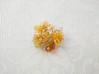 #72  刺繍ブローチ ミニ花束 山吹色の画像