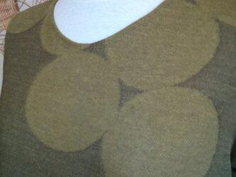 個性的、抹茶色のプルオーバー。の画像