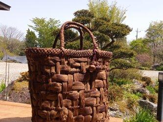 貴重な山葡萄の蔓で編んだ手提げ籠(バッグ) 【たて長大1】三つ編み 202105-02の画像