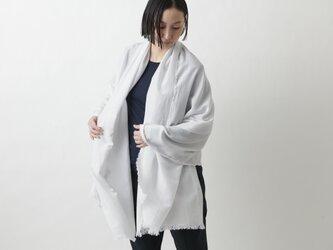 【new】enrica cottonsilk scarf lightgrey / botanical dyeの画像