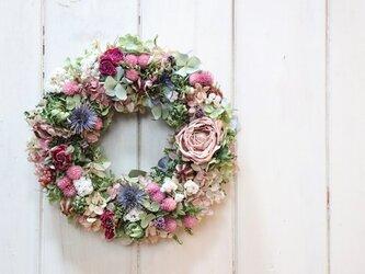 ピンクのバラのリースの画像