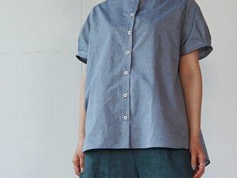 先染めオーガニックコットン クレリックシャツ 半袖  [ミストブルー]の画像