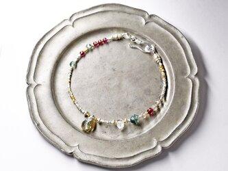 ガーデンルチルクォーツとハーキマーダイヤモンド、ラブラドライト、モスアゲート、ガーネットのブレスの画像