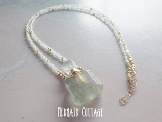 *14kgf*グリーンフローライトの香水瓶アロマネックレス☆プレナイト☆天然石アロマボトルの画像