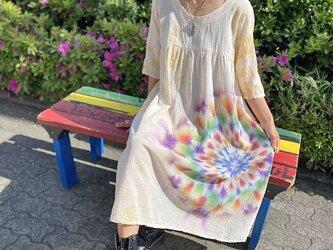 タイダイ染め ロングワンピース イエローベージュのムラ染めに、幻想的な大曼荼羅 Hippies Dye最新作 HD13-89の画像