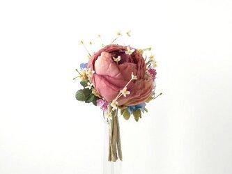 小花にまみれたラナンキュラス オフローズ色 * 薄絹製 * コサージュの画像