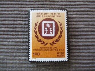 世界児童年 切手ブローチ 7376の画像