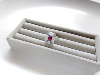 七宝とレッドルビーのリングの画像