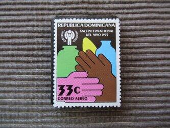 世界児童年 切手ブローチ 7378の画像