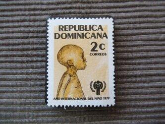 世界児童年 切手ブローチ 7379の画像