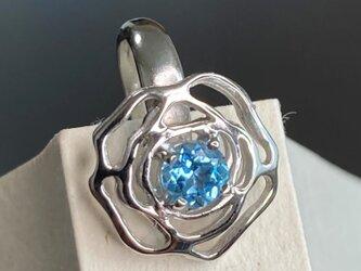 青いバラ一輪 シルバーブックマークの画像