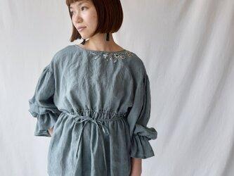 【Mサイズ 刺繍2Wayリネンブラウスプルオーバー】Chloe Smoky greenの画像