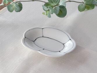 染付線筋花形小皿の画像