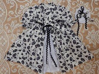 ドール背丈が60~63cm用 モノトーン 花柄のドレスとヘアアクセの画像
